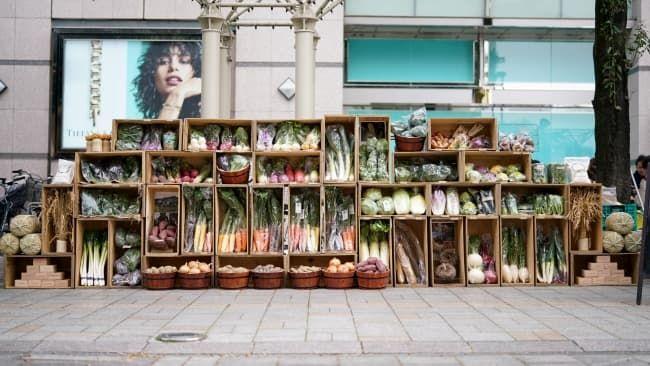 「郡山ブランド野菜協議会」とJA福島の「ASAKAMAI887」プロジェクトがコラボした「青山ファーマーズマーケット」での特別なディスプレイ