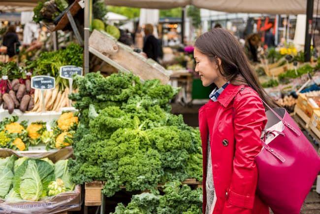 ファーマーズマーケットの様子。持続可能な農業のあり方は消費者へのアピールにもなる