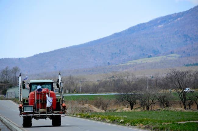 トラクター 畑 道路