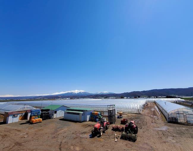 寺坂農園は、大雪山系を望む富良野盆地のほぼ中央にある