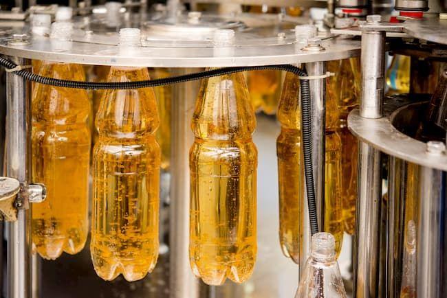 果物は生産されてから消費者の食卓に届くまでの間に、ジュースに加工されるなど様々な付加価値が加えられていく
