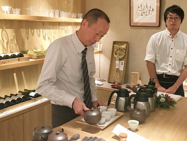 銀座のレストランで行われた三重県フェアで、深緑茶房はウェルカムドリンクとして深蒸し茶を提供