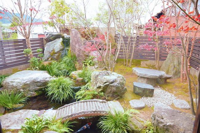 深緑茶房飯南本店には初代社長である松本会長の夢だった日本庭園のある喫茶店が併設されている