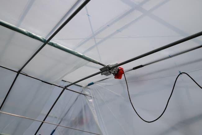 内張りカーテンの開閉装置