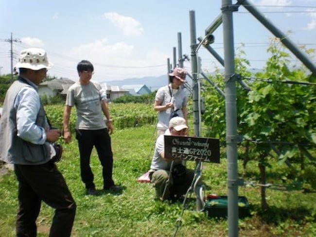 富士通チームによるセンサー取りつけ作業とシステム構築が行われた