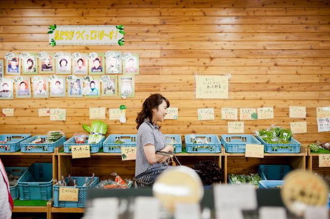 直売所での野菜販売