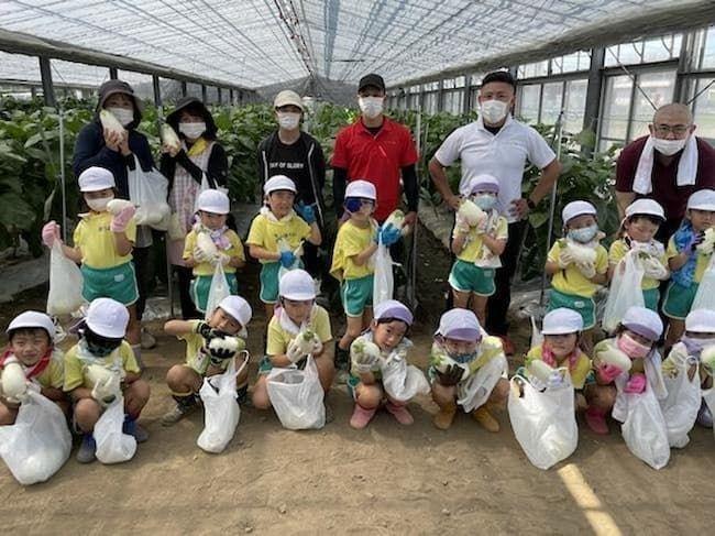 「しろなす畑」で収穫体験をした子供たち