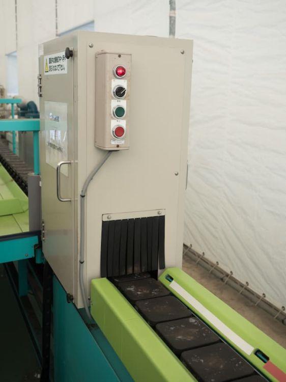非破壊検査で糖度測定も行うトマトの選果装置