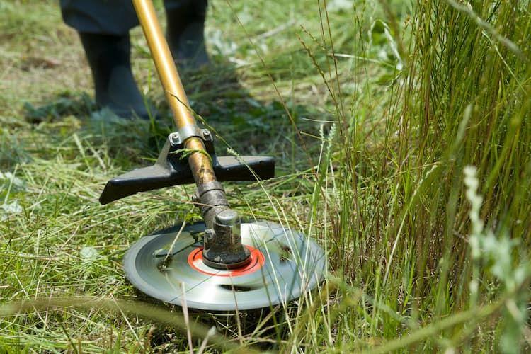 草刈り機の種類と特徴一覧! 適したほ場から替刃の選び方までを一挙解説
