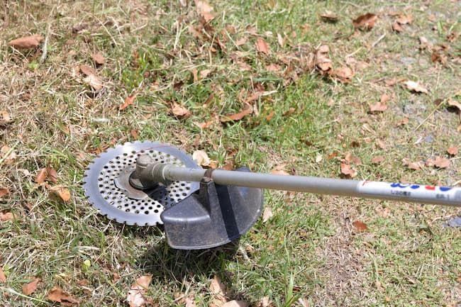 チップソータイプの草刈り機(刈払い機)