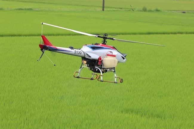 ラジコンヘリによる水田の農薬散布