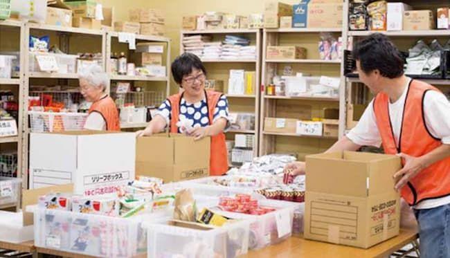 セカンドハーベスト・ジャパンを手本に設立された名古屋の認定NPO法人のフードバンク「セカンドハーベスト名古屋」 ボランティアによる作業風景