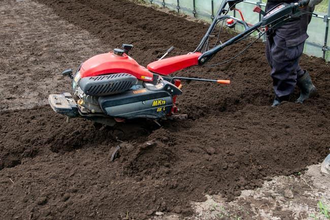 土壌消毒後のガス抜き耕転