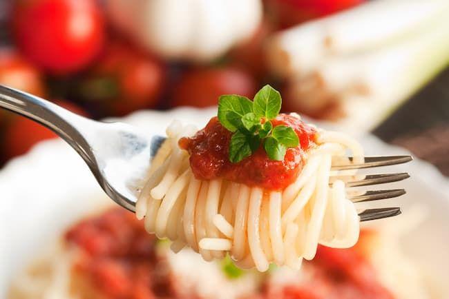 ワキシースターチは、ソースやたれ、レトルト食品・冷凍食品の増粘剤として使われている